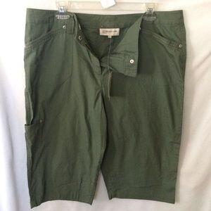 Jones of NY olive green Bermuda shorts size 14